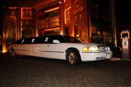Najnowszy model - długa limuzyna Lincoln Town Car 120 Sky Light VIP do ślubu - Toruń - kujawsko-pomorskie
