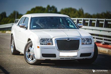 Biały Chrysler 300c na Twoje wesele, slub - wynajem aut weselnych  -  Gliwice  -  śląskie