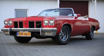 Czerwony kabriolet Oldsmobile Royale 1975 r. - Rzeszów - podkarpackie