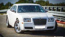 Biały Chrysler 300c Twoje auto na slub i wesele, wynajem aut slubnych  -  Rybnik  -  śląskie