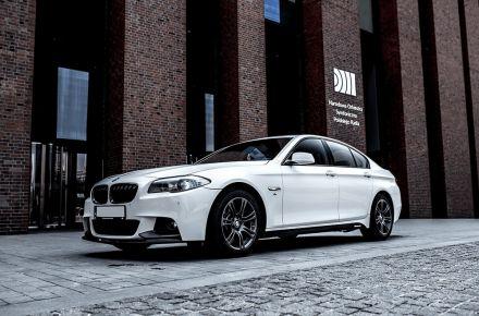 Śnieżnobiałe BMW F10 do ślubu, imprezy w Pakiecie M oraz M Performance - Żory - śląskie