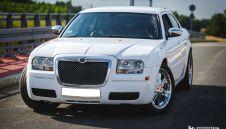 Biały Chrysler 300c wynajem luksusowych samochodów  -  Świerklany  -  śląskie