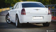Biały Chrysler 300c na Twoje wesele, slub - wynajem aut slubnych  -  Rybnik  -  śląskie