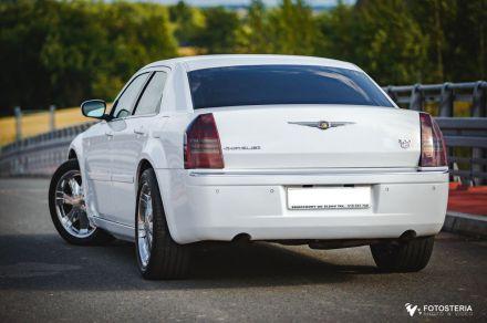 Biały Chrysler 300c na Twoje wesele, slub - wynajem samochodow slubnych - Żory - śląskie